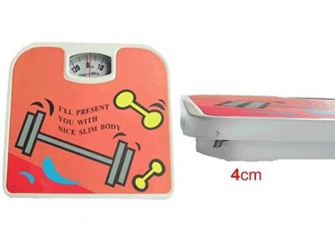 Весы напольные механические. Предел взвешивания 130 кг. Дискретность шкалы 1 кг. Габариты: 24х26,5х4 см.