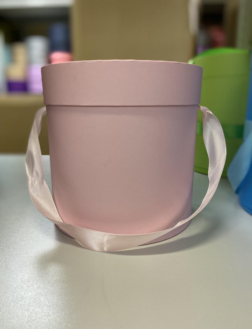 Шляпная коробка эконом вариант 16 см . Цвет нежно розовый  . Розница 300 рублей .