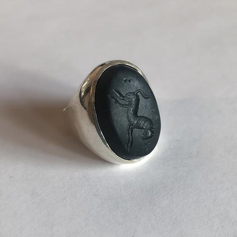 Кольцо-печатка с инталией 19 (черный оникс, овал)