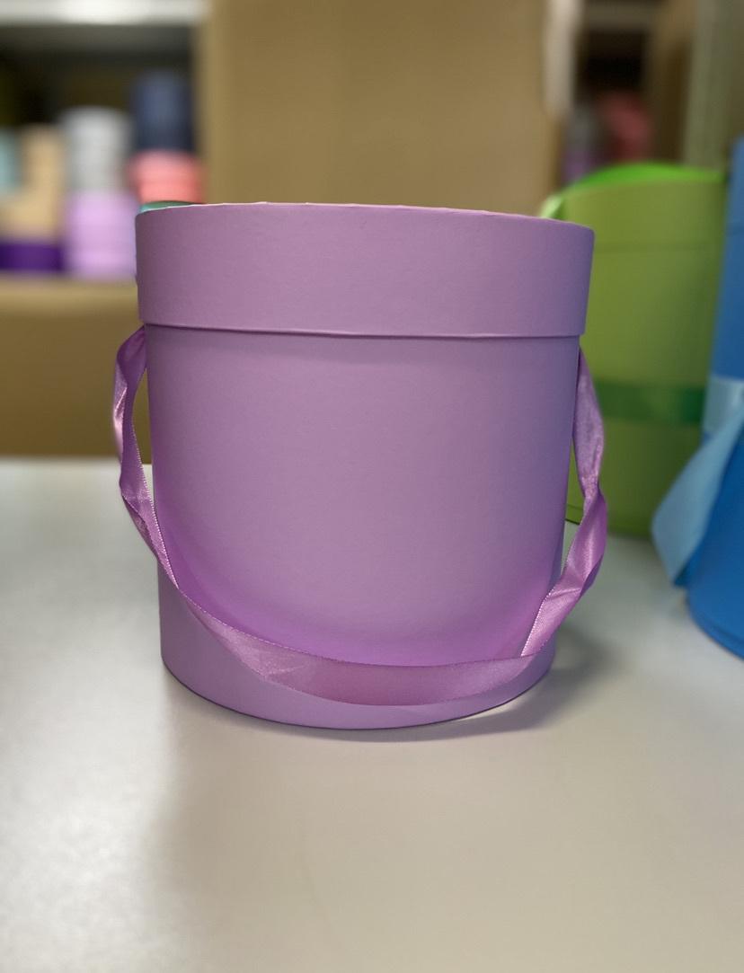 Шляпная коробка эконом вариант 16 см . Цвет Светло лиловый . Розница 300 рублей .