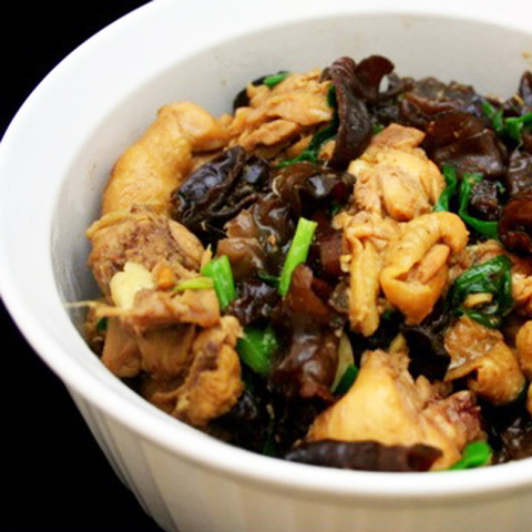 https://static-ru.insales.ru/images/products/1/6247/42948711/chicken_and_black_fungus_oyster_sauce.jpg
