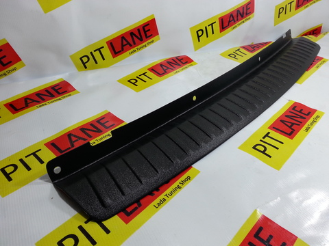 Накладка на задний бампер пластиковая Лада Приора седан.