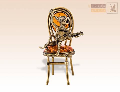 фигурка Кот - певец с гитарой на стуле