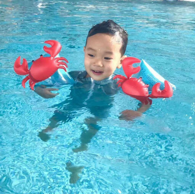 Учите ребенка держаться на воде