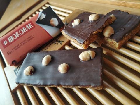 Батончик Шоконак «Две Реки» 72% какао, с курагой, фундуком, кокосом и абрикосовыми семечками