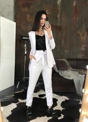 Стильные брюки с высокой талией. Белый