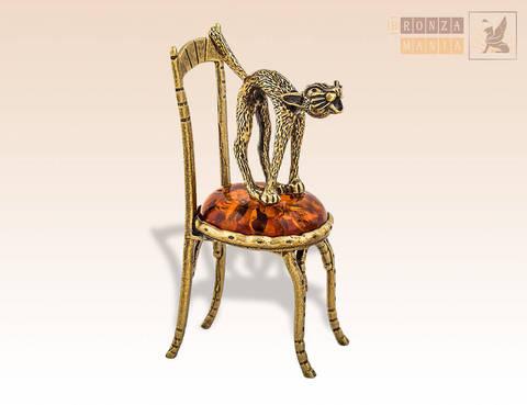 фигурка Кот на стуле стоит