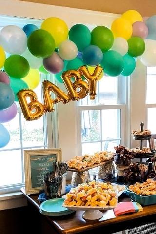 Разнокалиберная гирлянда и надпись Baby на рождение малыша