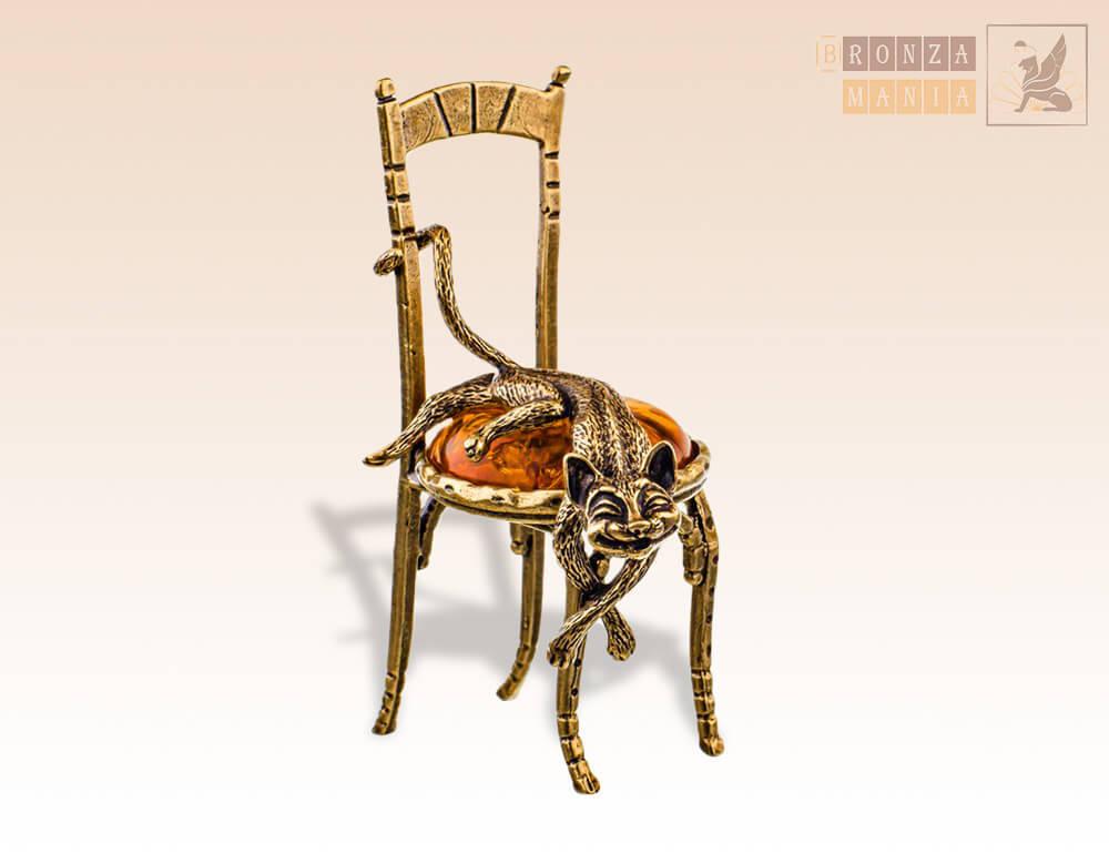 фигурка Кот на стуле лежит