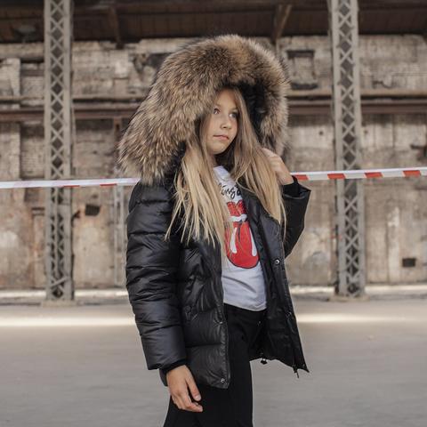 Детская зимняя куртка с натуральной опушкой черного цвета на девочку