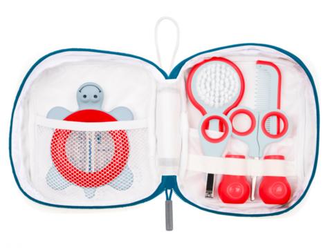 Bebe confort. Набор аксессуаров по уходу за малышом в футляре (5 предметов), белый/красный