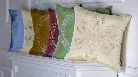 Декоративные подушки с вышевкой