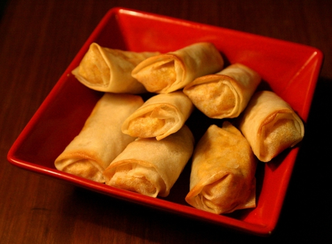 https://static-ru.insales.ru/images/products/1/6318/9689262/0956551001329656496_spring_rolls.jpg