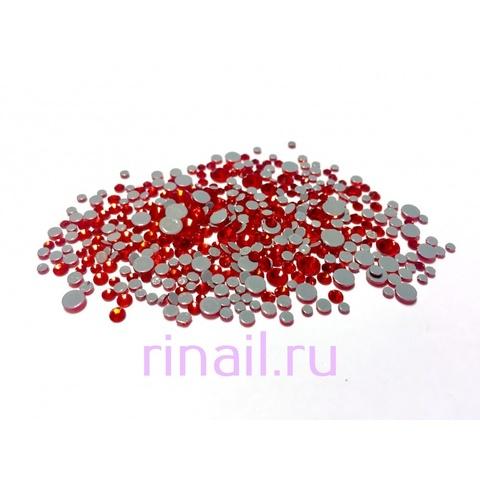 Стразы разноразмерные стекло 360 штук красные в баночке