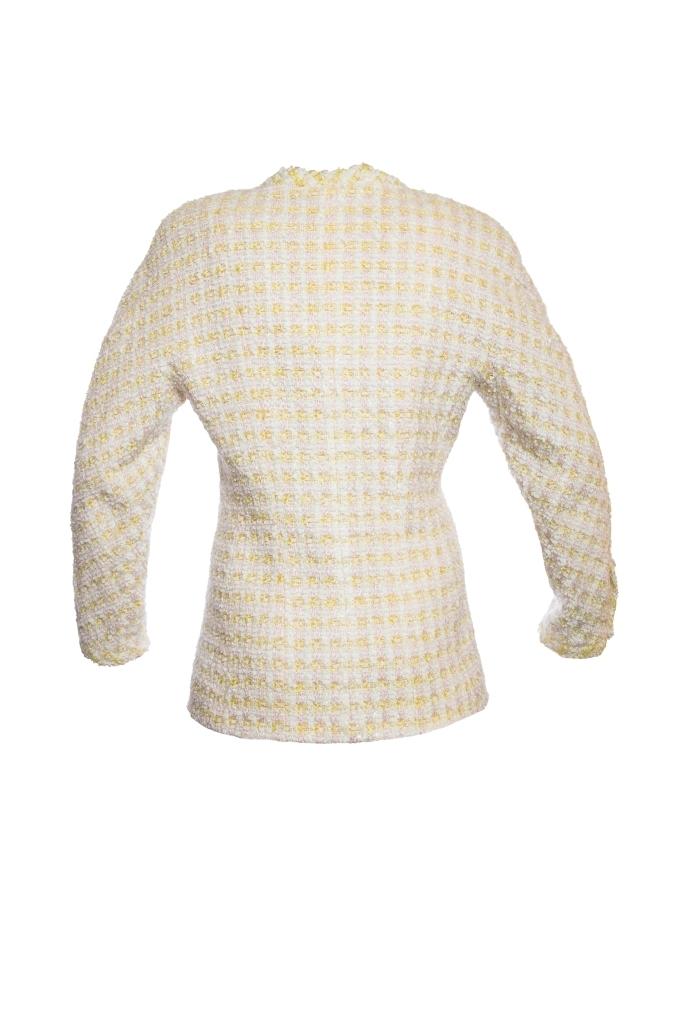 Классический жакет из твида пастельных оттенков от Chanel, 40 размер.