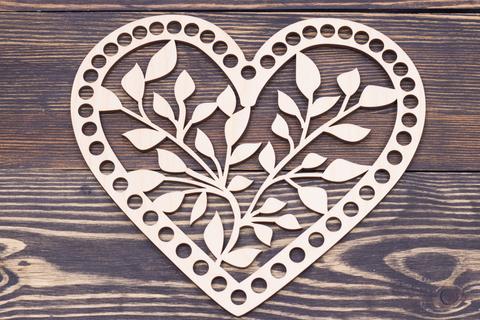 Сердечко деревянное резное N1