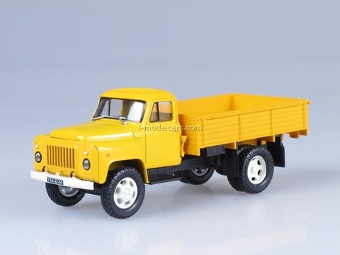 GAZ-52-84 yellow 1:43 Nash Avtoprom