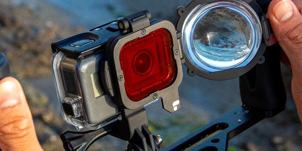 Набор фильтров PolarPro Switchblade для HERO7 Black в руках