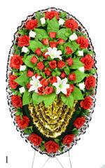 Венок украшенный цветами роз и лилий