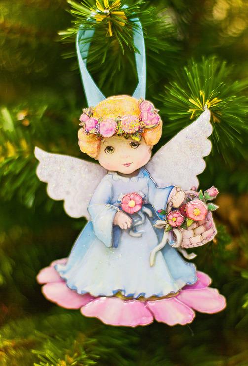 Папертоль Ангел с цветами — пример декорированной работы.