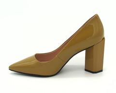 Классические туфли горчичного цвета из напплака на графичном каблуке