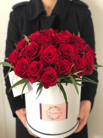 Купить Розы в Коробке. Заказать цветы в Тбилиси