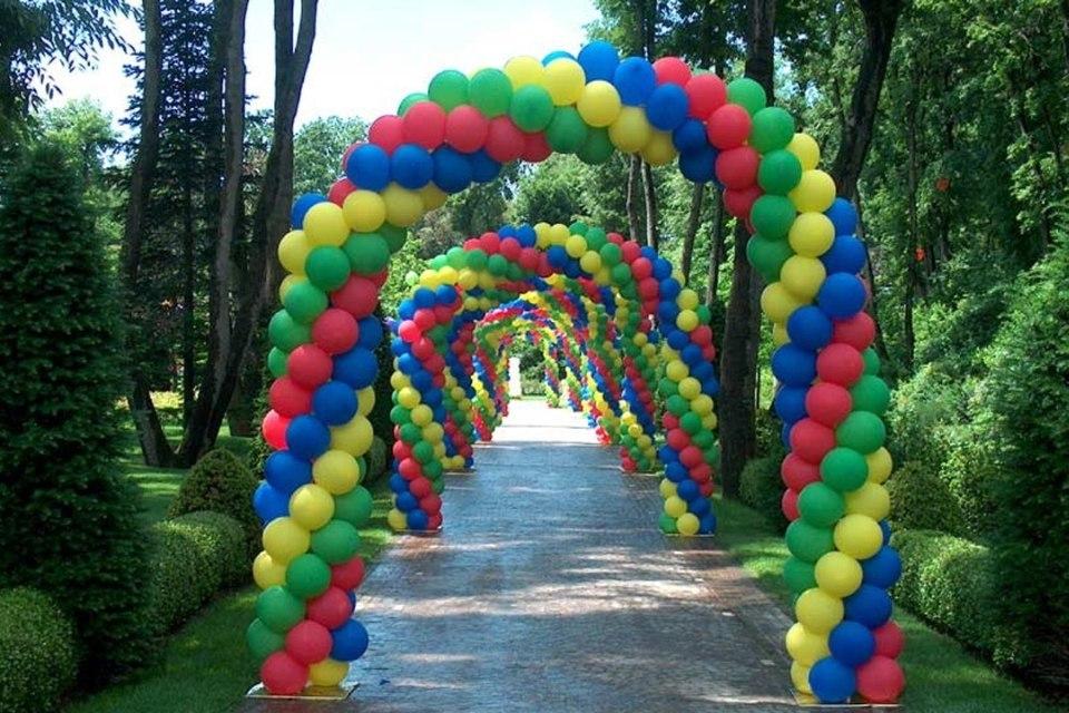 Арка из шаров четырех цветная