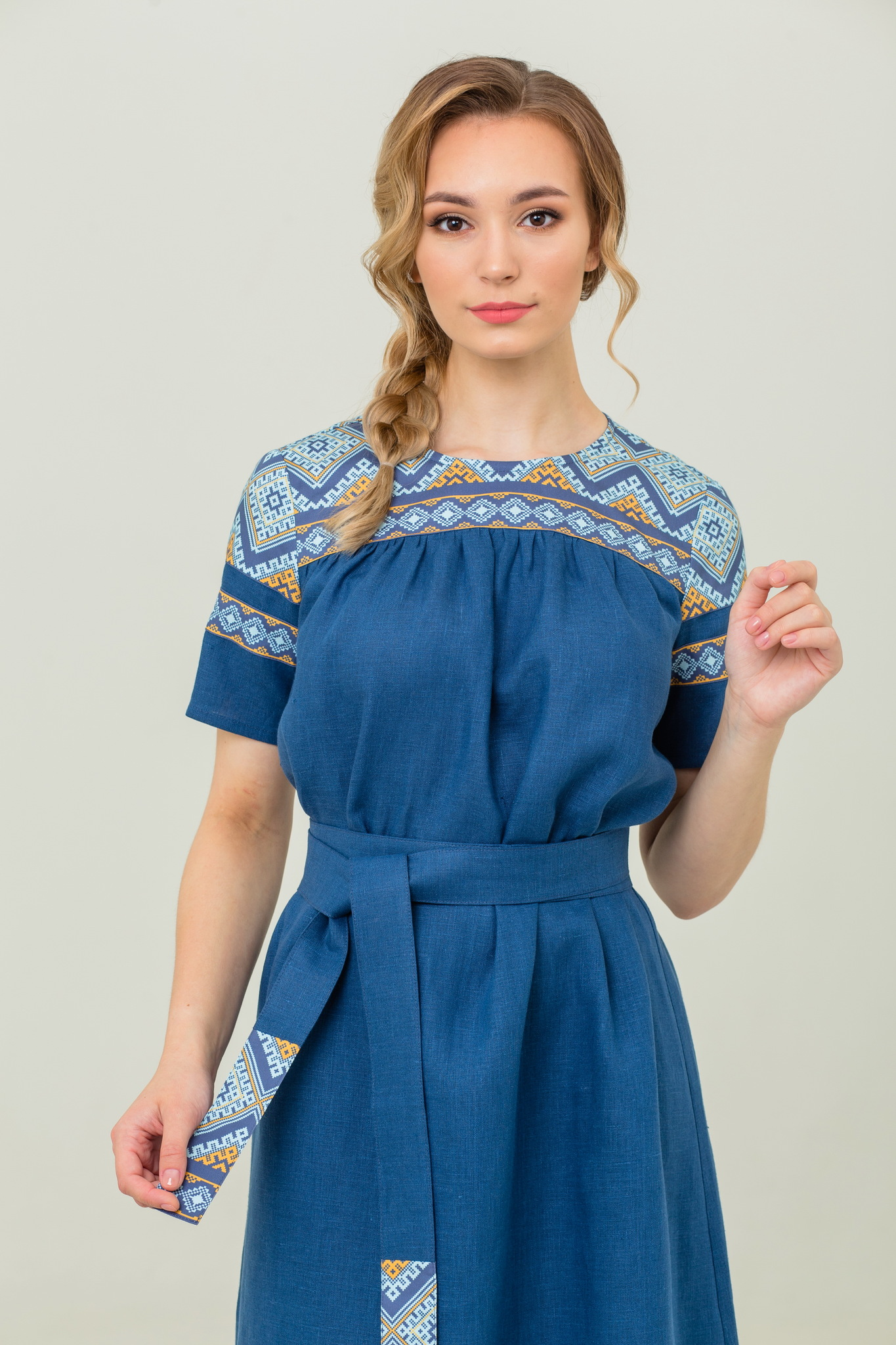 Платье из льна с русским орнаментом Каспийское