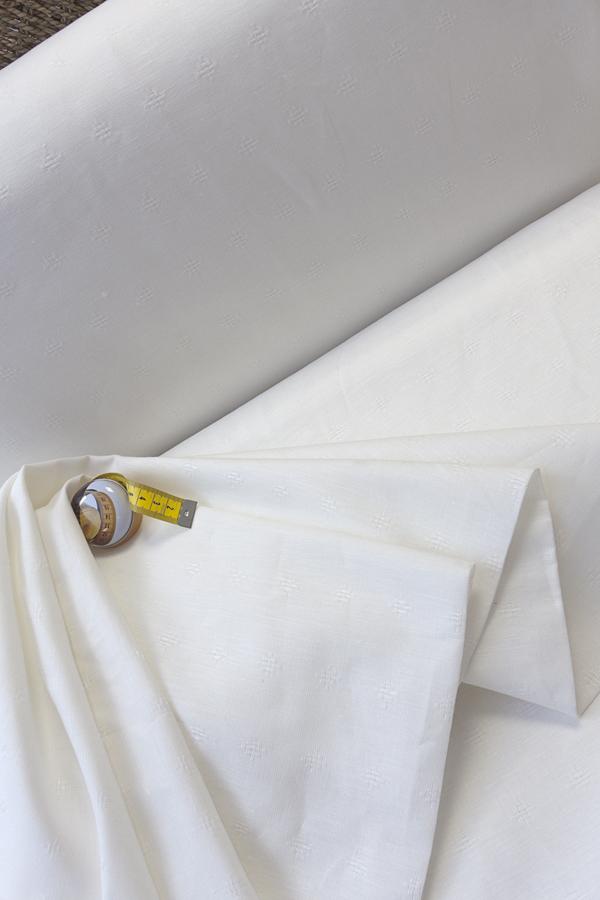 Ткань натуральная, жаккардовая, цвет белый