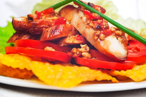 https://static-ru.insales.ru/images/products/1/6408/9689352/0966884001339062667_Thai_fried_chicken_in_chilli.jpg