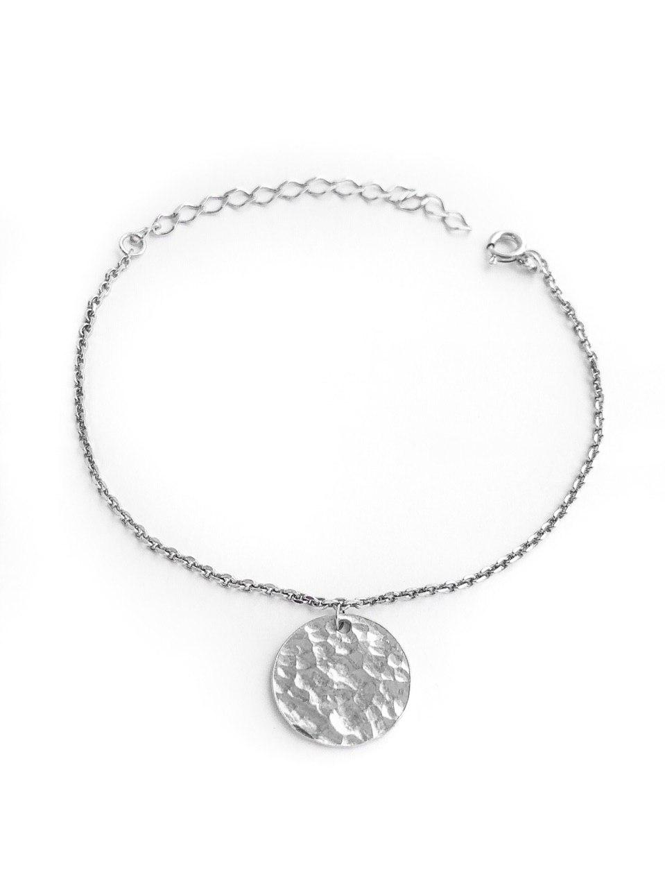 Серебряный браслет с битым медальоном на колечке