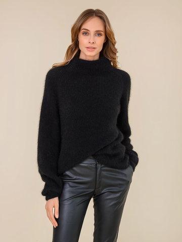 Женский свитер черного цвета из ангоры - фото 2