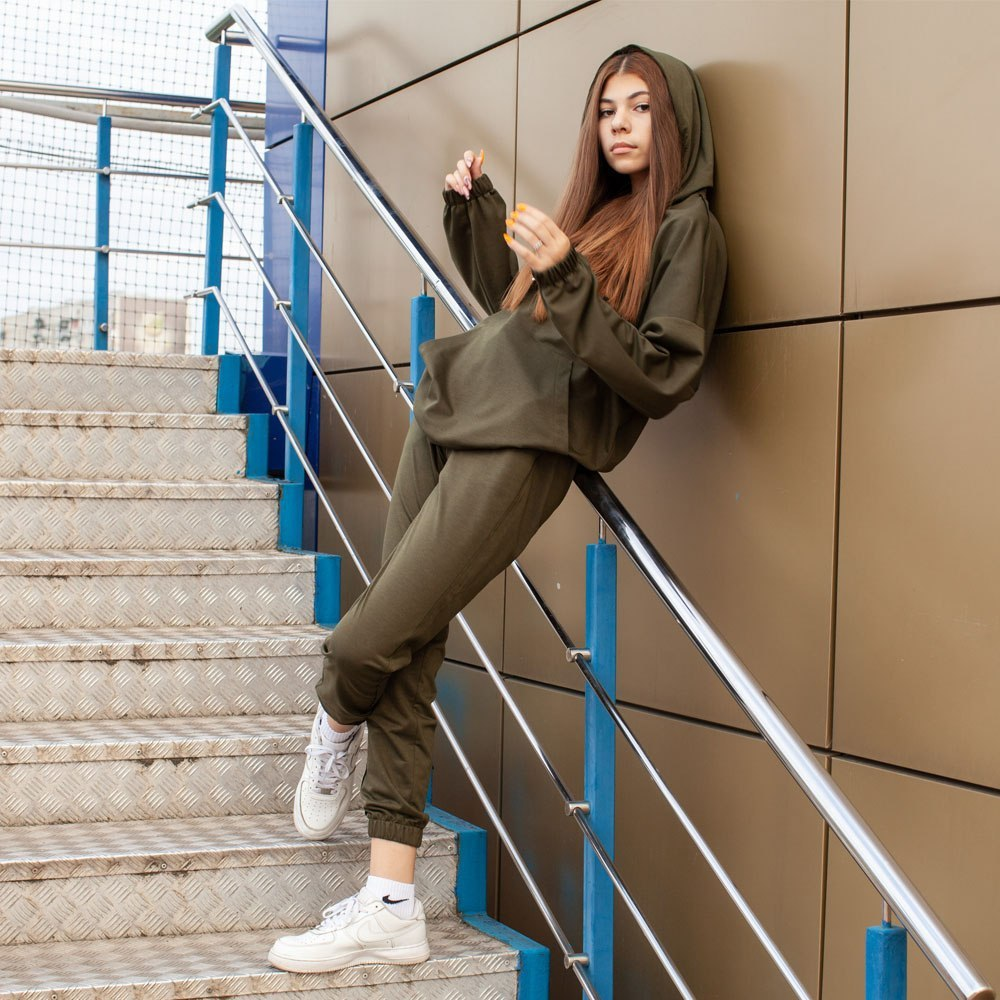 Спортивный костюм oversize цвета хаки на девочку