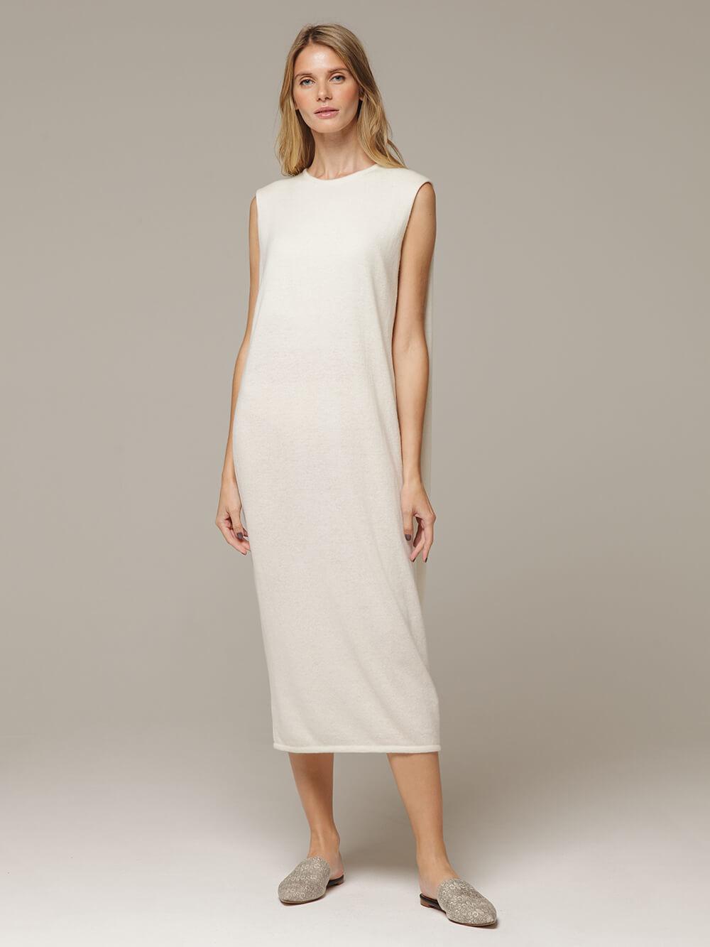 Женское белое платье свободного кроя без рукавов из 100% кашемира - фото 1