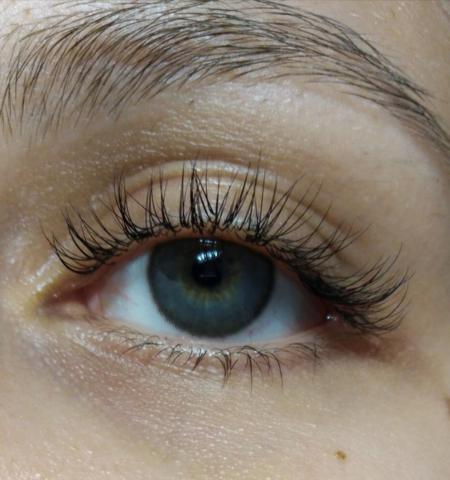 Темно серые линзы на светлых глазах