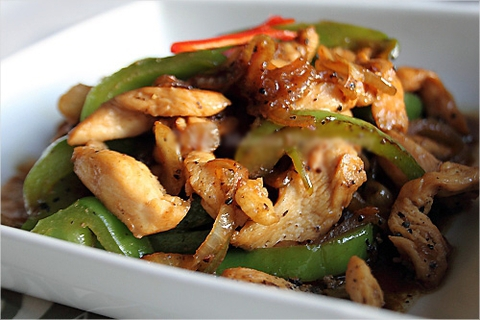 https://static-ru.insales.ru/images/products/1/6438/9689382/0540734001340808030_chicken_in_pepper_sause.jpg