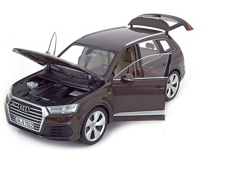Коллекционная модель Audi Q7 2015