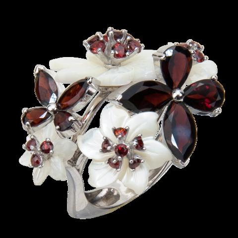 Кольцо с цветами из белого перламутра, гранатом и фианитом