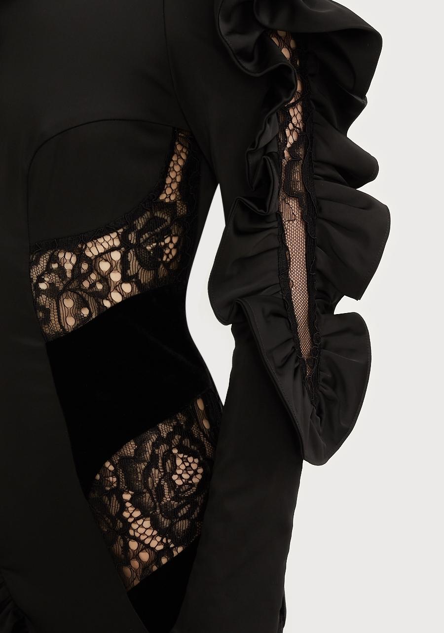 Платье черное с воланами, декорированное вставками из бархата и кружева