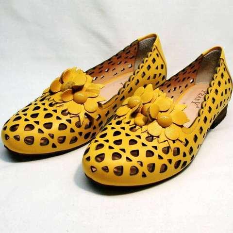 Закрытые босоножки женские. Летние туфли на низком каблуке Phany-Yellow
