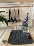 Коврик для сушки посуды Flume™ маленький 31 х 31 см, серый Joseph Joseph 85087   Купить в Москве, СПб и с доставкой по всей России   Интернет магазин www.Kitchen-Devices.ru