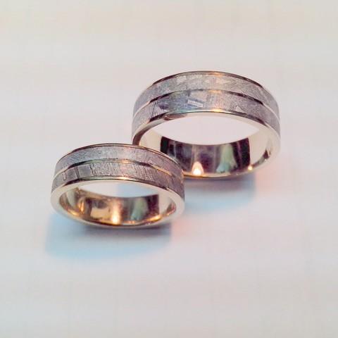 Обручальные кольца с двумя метеоритами