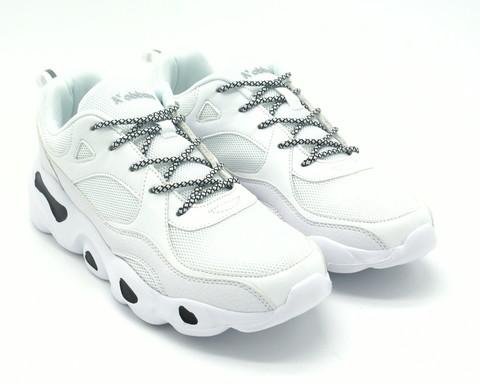 Белые мужские кроссовки с контрастными шнурками