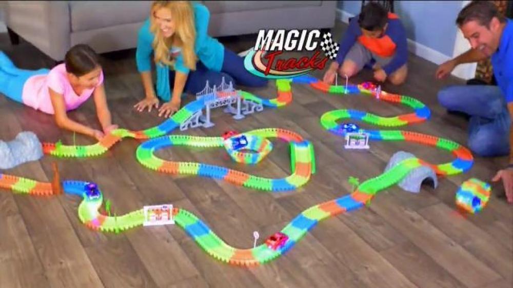 Magic Tracks 220 деталей - конструктор гибкая гоночная трасса