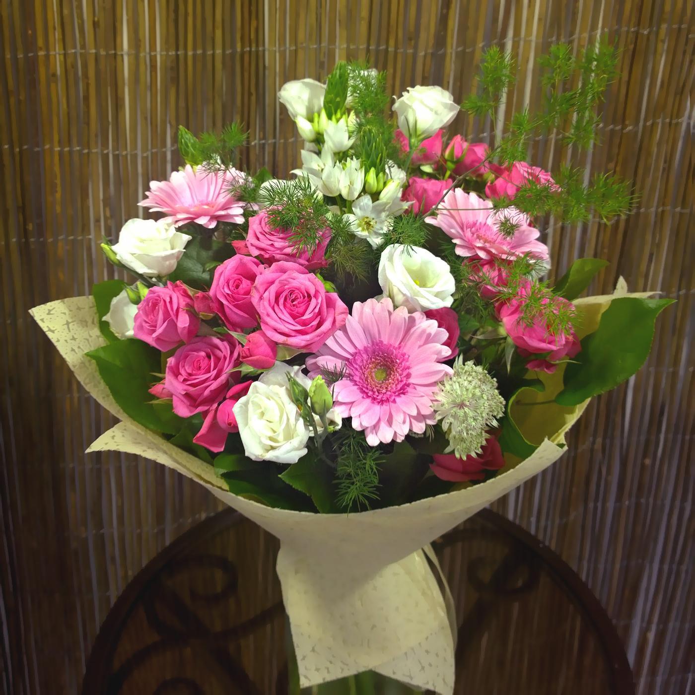 Букет Прекрасные мгновения с герберами, розами, эустомой