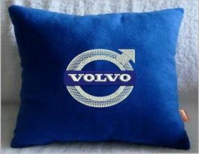 Подушка автомобильная с логотипом VOLVO