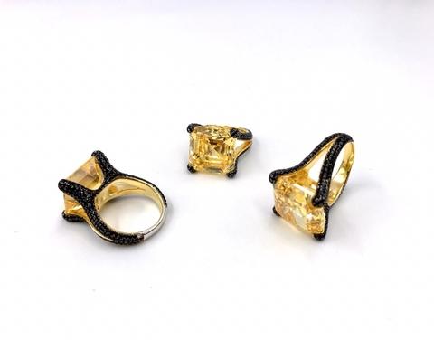19350 -Крупное, роскошное кольцо из серебра с желтым кварцем и черными микроцирконами