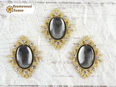 Камни овалы в золотом ромбовом обрамлении зеркальные серые
