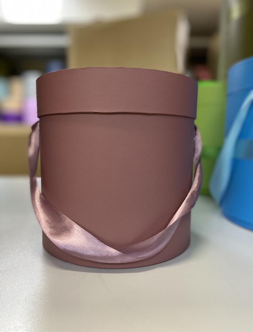 Шляпная коробка эконом вариант 16 см . Цвет Кофейный . Розница 300 рублей .