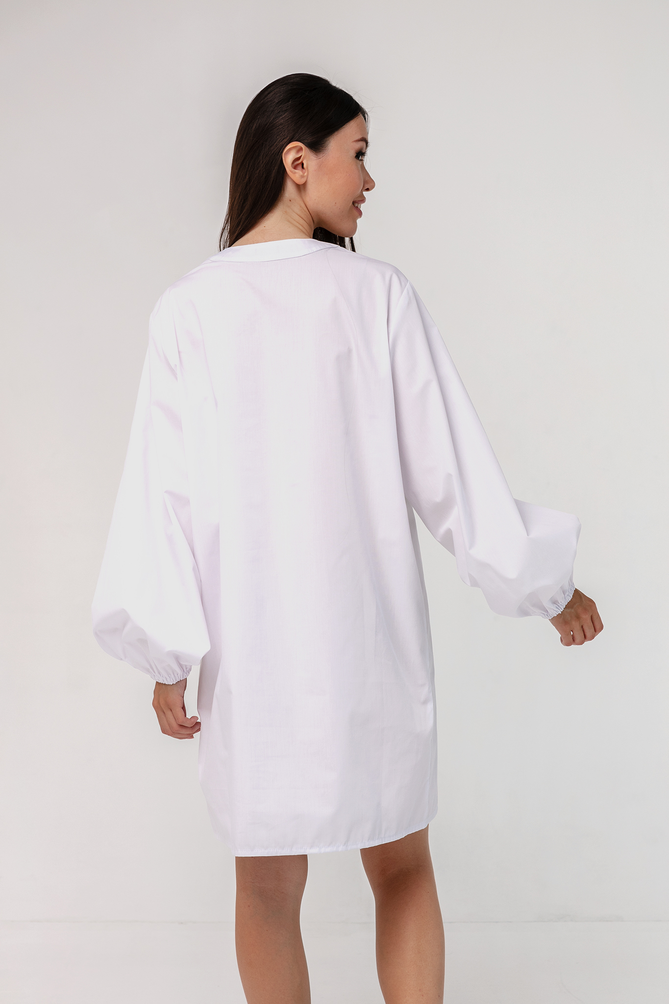 Платье-рубашка хлопковое с объемными рукавами белое YOS
